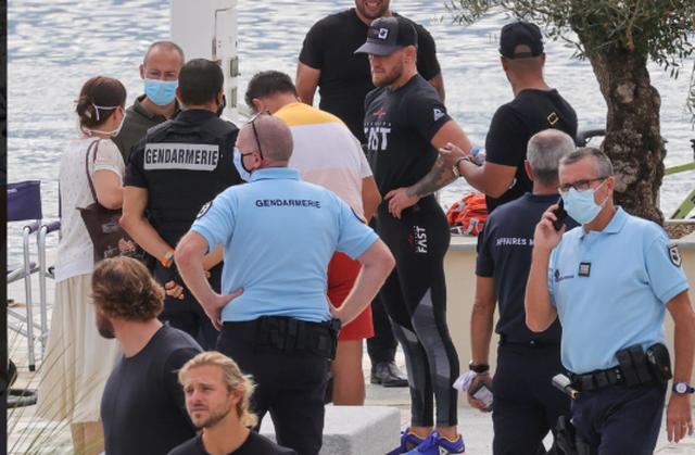 Dalin pamjet/ Momenti kur McGregor rrethohet nga policia në Francë