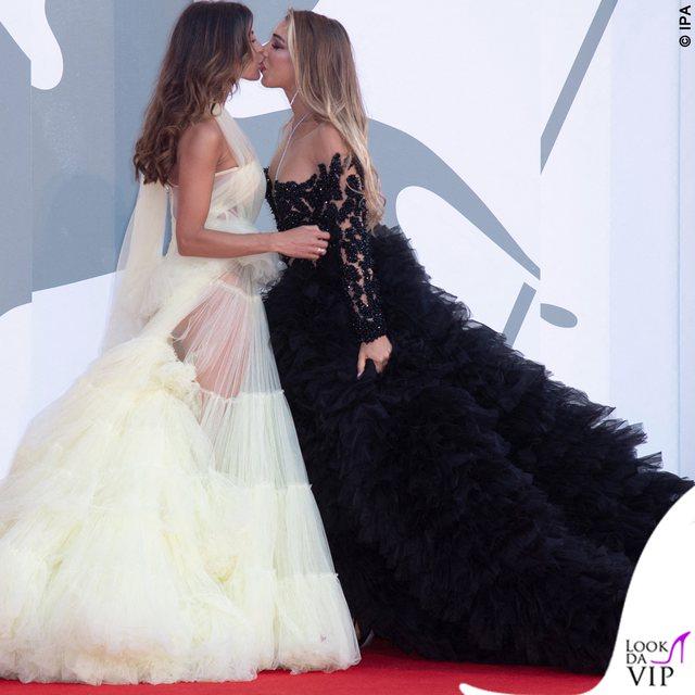 Venecia seksi/ Nga puthjet pasionante te dekoltetë e hapura dhe ekspozimi i