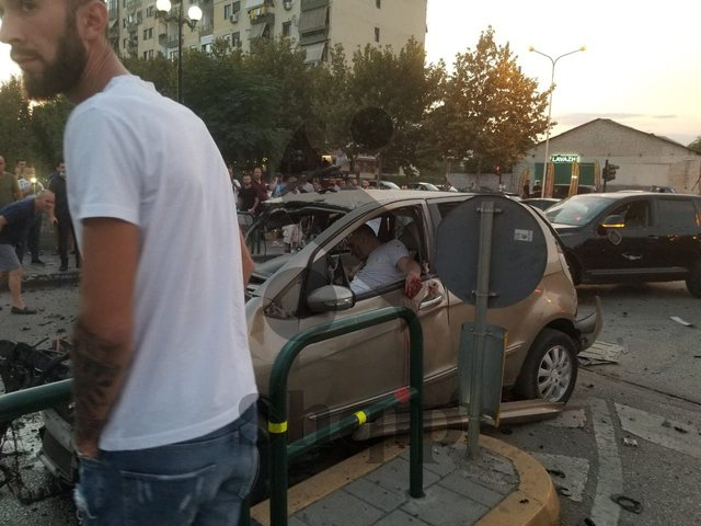Tronditet Tirana, atentat me tritol një të riu, i plagosuri në makinë