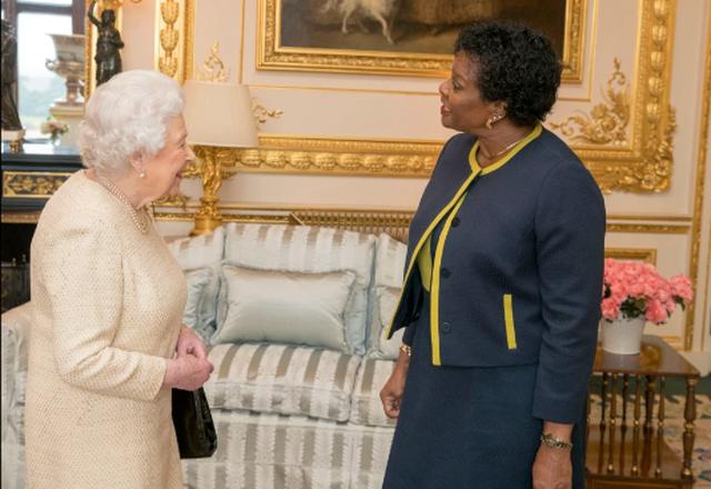 Duan të kthehen në republikë, mbretëresha angleze humb