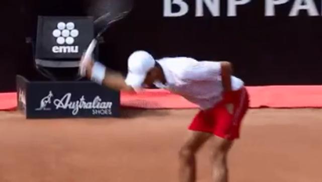 Goditi arbitrin me top/ Djokovic shpërthen sërish në nerva