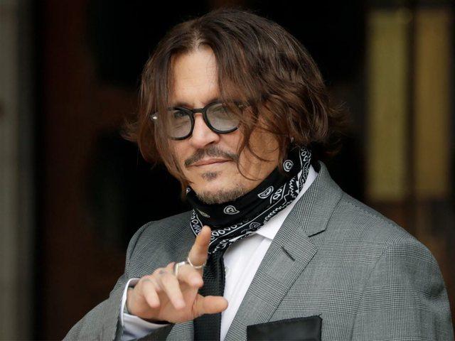 Johnny Deep, shtrëngon duart me gjithë rrezikun e infektimit nga Covid