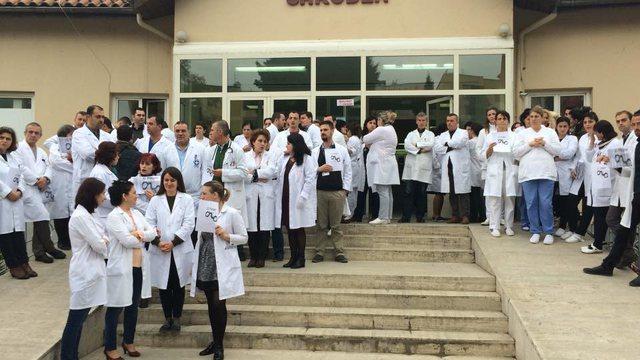 Anulohet protesta/ Flet kreu i sindikatës së mjekëve: Premtimi