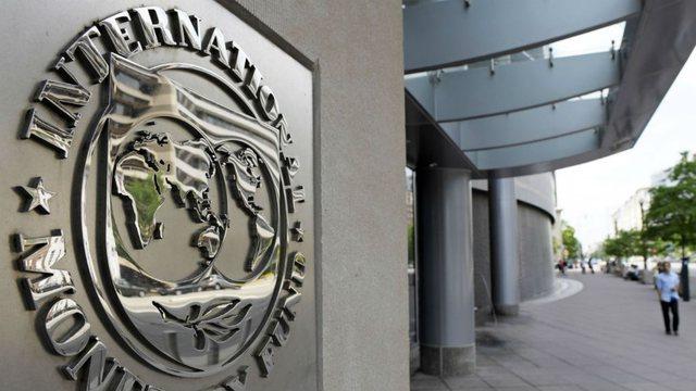 FMN: Ekonomia shqiptare pritet të tkurret në 7.5% këtë vit,