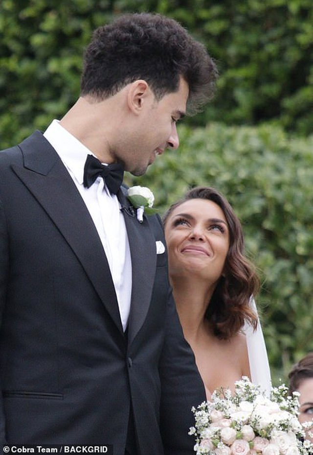 Dasmë si në përralla! Dalin fotot e pa publikuara më
