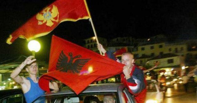 Pasojat politike të lejimit të simboleve kombëtare në Mal