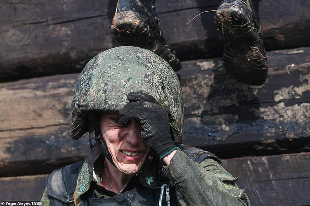 FOTO/Jo e thjeshtë të jesh në një prej ushtrive më