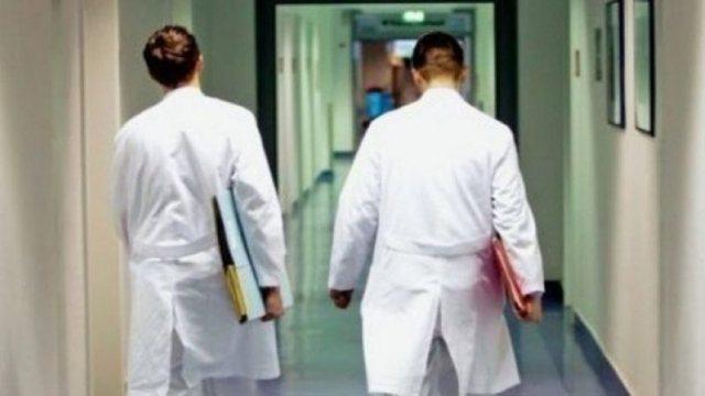 Rama shpall rritjet e rrogave për mjekët, infermierët e