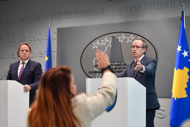 Liberalizimi i vizave me BE, Kosova nuk merr përgjigje nga Varhelyi: Po