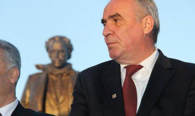 Arrestohet kryetari i Komunës në Kosovë, i akuzuar për...