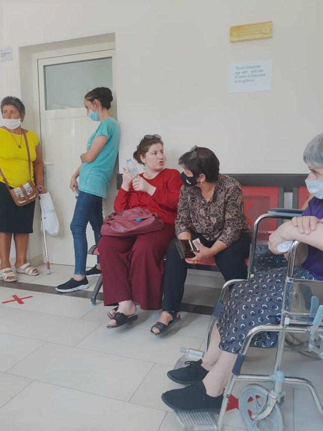 """""""Shqiptarët po vdesin, një copë leckë nuk ofron"""