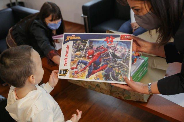 """Njihuni me """"gjeniun"""" nga Elbasani/ 3-vjeçari lexon"""