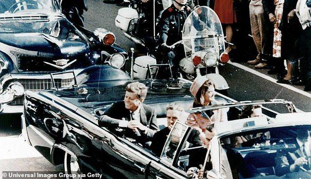 FOTOT/ Shitet në ankand makina që presidenti Kennedy përdori
