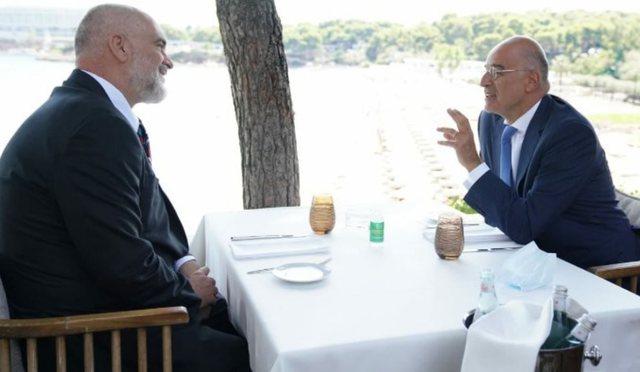 Mediat greke, Dendias në Tiranë me ultimatumin: Rruga juaj në BE