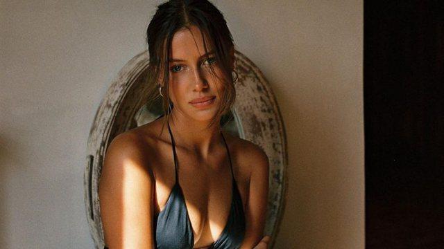FOTO/ E dashura e Brad Pitt mahnit me format, nuk resht së publikuari