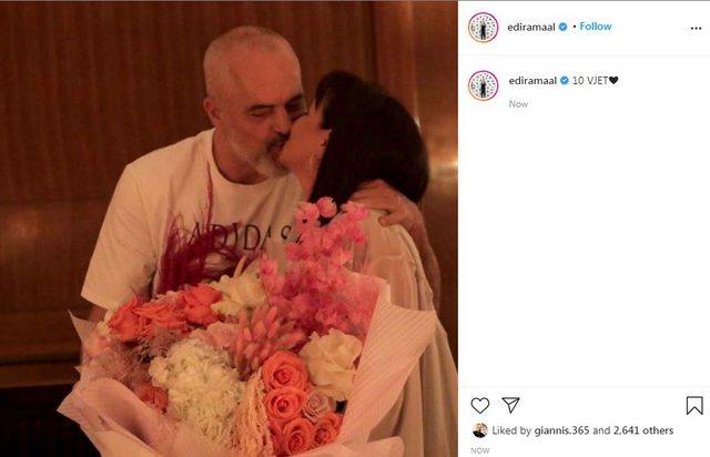 Si kurrë më parë, Rama nxjerr foton duke puthur në buzë