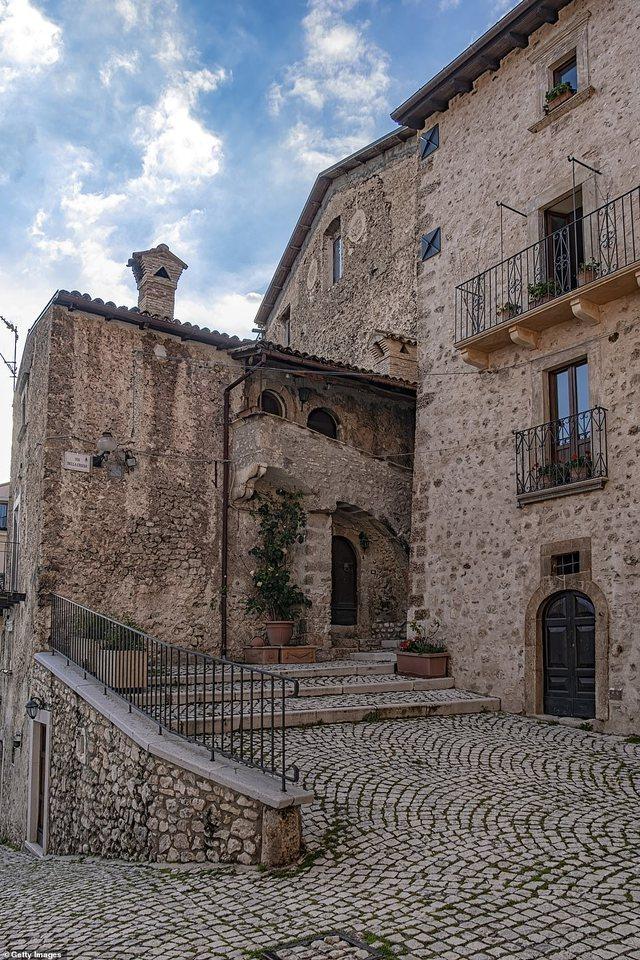 Fshati italian që do t'iu paguajë deri në 40 mijë euro