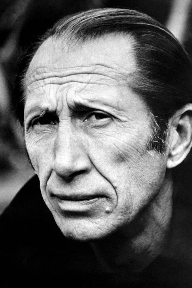 """""""Një burrë me tre indentitete""""... Kush ishte James Bondi i"""