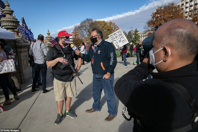 Nisin përleshjet/ Mbështetësit e Trump dalin me armë në