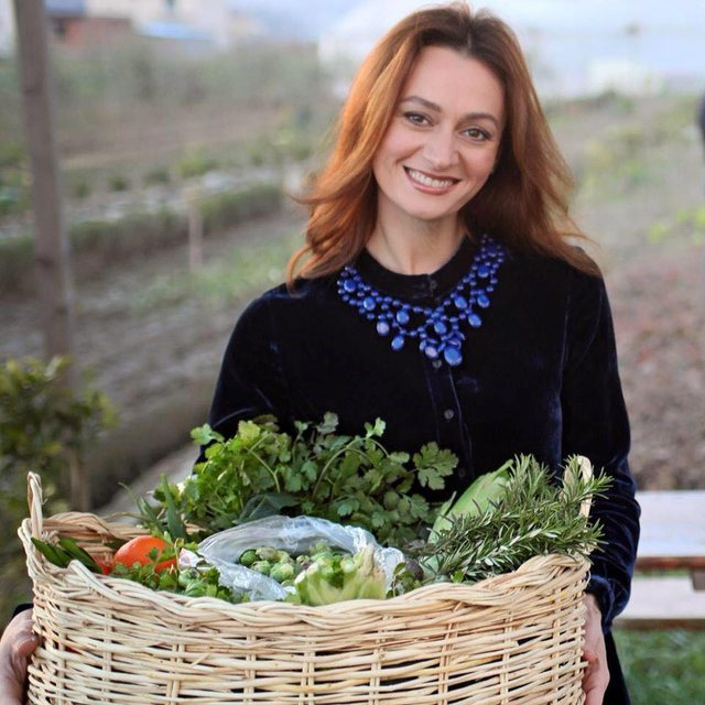 Ushqimet e duhura për të infektuarit me COVID/ Dietologia tregon