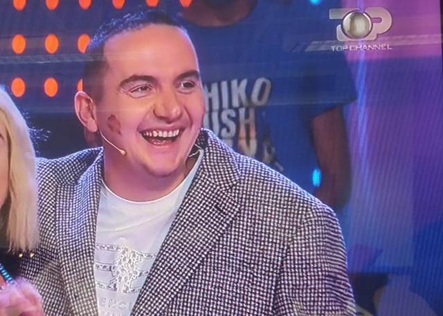 Ervin Salianjit i qesh fytyra, puthja që mori LIVE në emision (FOTO)