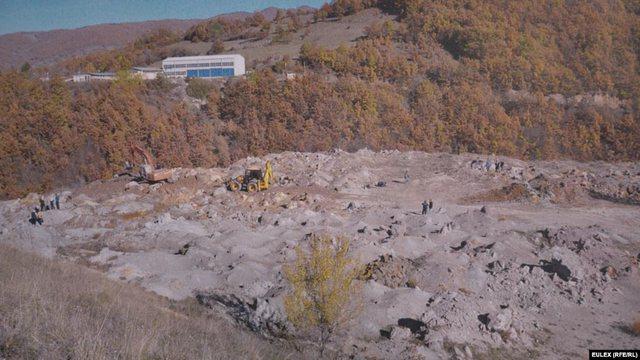 Nga varreza masive në Serbi deri te vendi i krimit të luftës