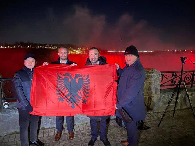 Ujëvara e Niagarës vishet me ngjyrat e flamurit shqiptar për