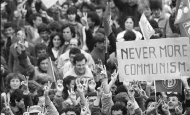 """8 dhjetori, revolucioni që """"hëngri bijtë e vet"""""""