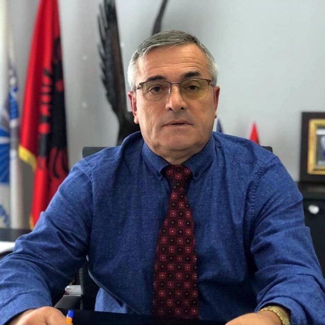 Skandali/ Kryebashkiaku socialist i Tropojës i jep tender kushëririt