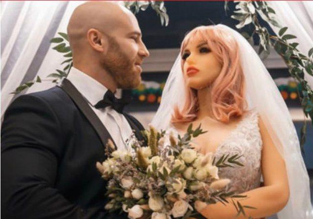 """U martua me kukullën e seksit, burrit i ndodh """"tragjedia"""" para"""