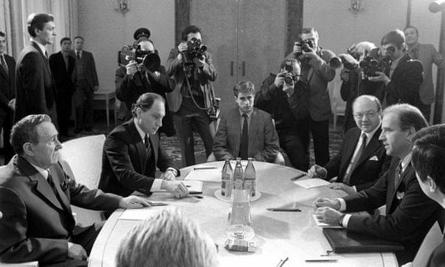 Si do të formojë qasjen ndaj Rusisë, përvoja Biden