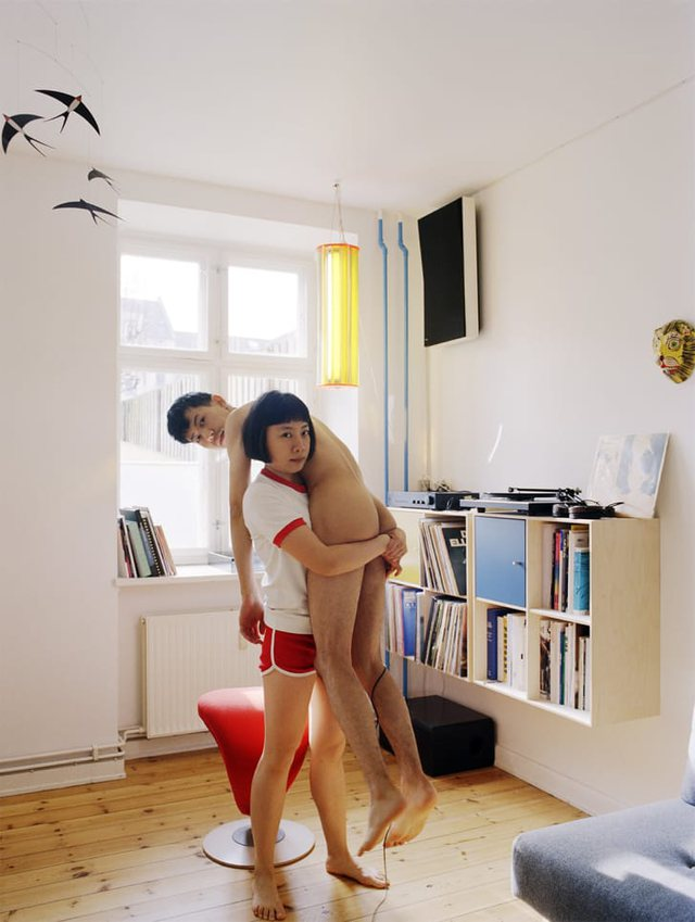 Artistja thyen çdo tabu, nxjerr të gjitha fotot intime me partnerin