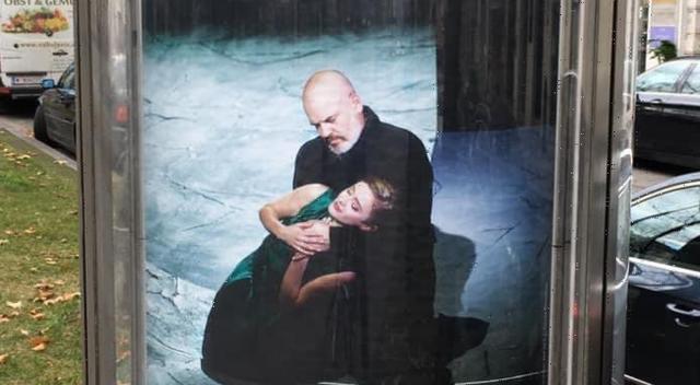 FOTO/ Duke mbajtur një vajzë në krah, zbulohet sozia e Edi