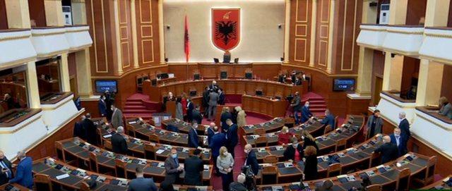 Ashpërsohet dekriminalizimi: Ligji i ri në Parlament që bllokon