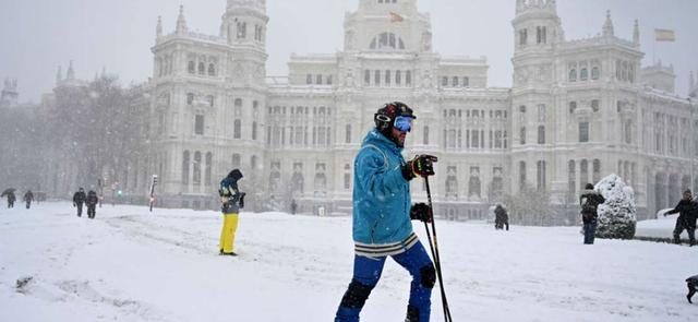 Stuhia e dëborës në Madrid mbyll aeroportin, shtyhet ndeshja