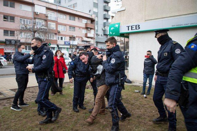 FOTO dhe VIDEO/ Arrestohet bashkëshorti i Besa Shahinit