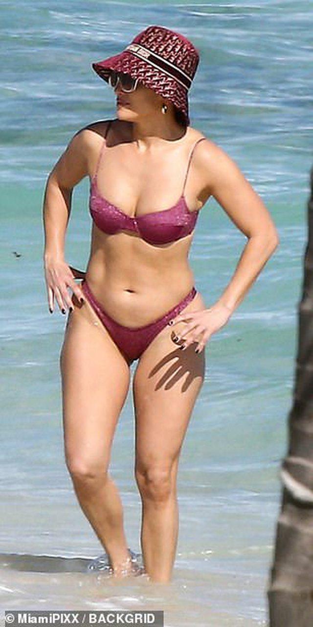 Koha ka ndaluar, zhvishet 51-vjeçarja Jennifer Lopez (FOTO)