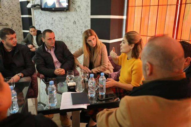 Kryemadhi takime në Tiranë: Po vuajmë nga trafiku i