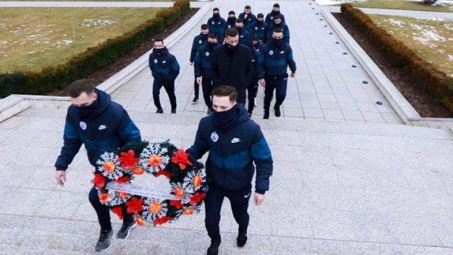 Gazeta spanjolle: Prishtina i bën homazhe heronjve të Kosovës