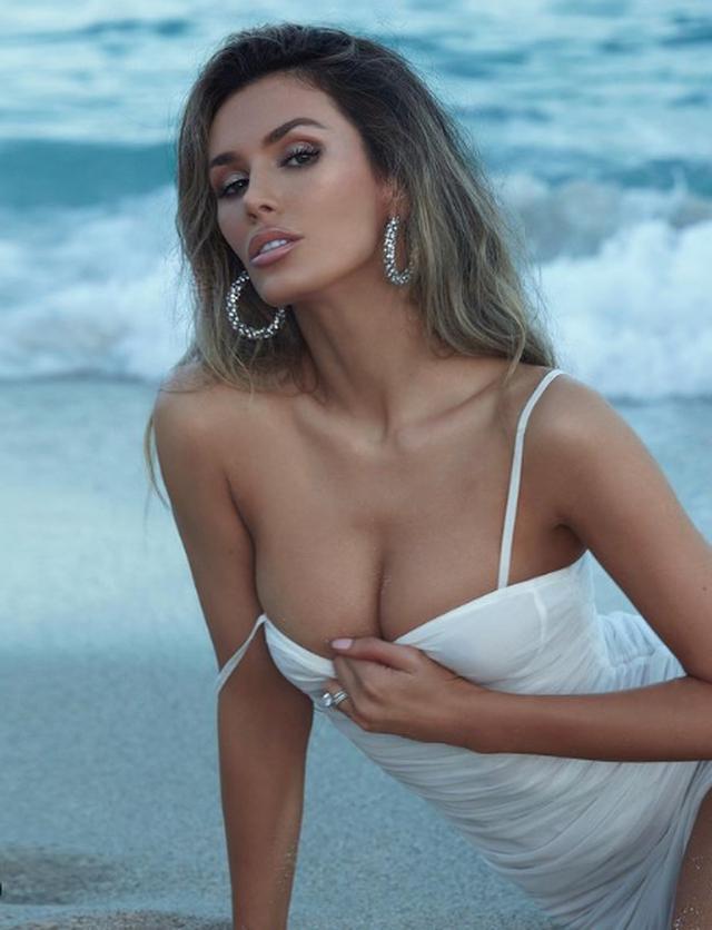 """""""Hot"""" në pozat e fundit, modelja e njohur shqiptare:"""