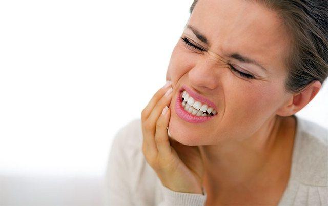 Keni probleme me dhëmbët? Zgjidhjet natyrale