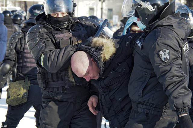 Ngricat -15 gradë nuk ndalin protestuesit/ Qytetarët përplasen me