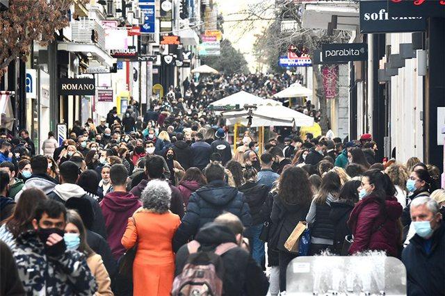 Grekët harrojnë COVID/ Dynden nëpër dyqane për të