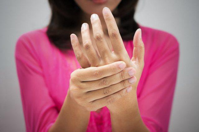 Faktorët që e shkaktojnë enjten e duarve, çfarë duhet