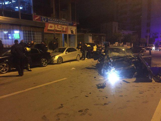 Aksident i rëndë/ BMW-ja merr përpara 4 automjete në Berat,