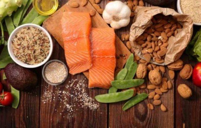 Çfarë i ndodh trupit tuaj kur konsumoni salmon
