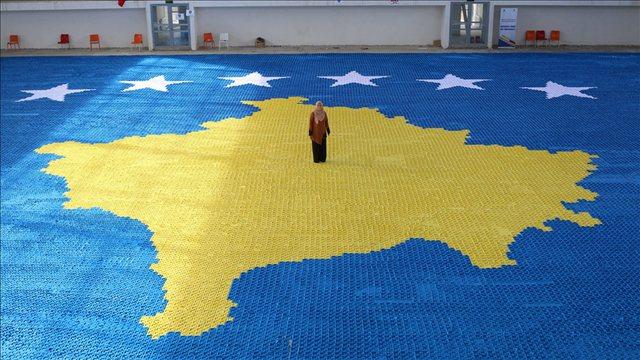 Flamuri i Kosovës 1.216 metra katrorë me letër origami, synohet