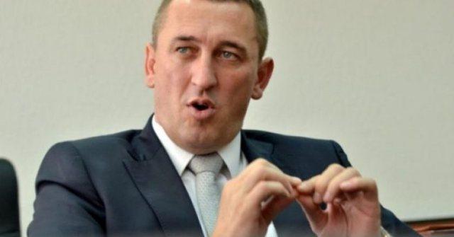 """""""Ka plagë në kokë""""- Sulmohet djali i politikanit serb"""