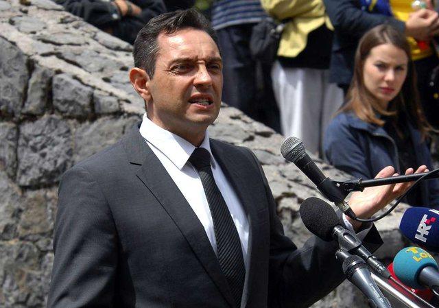 Ministri serb sulmon deputetin Kamberi dhe fyen shqiptarët: Atë e
