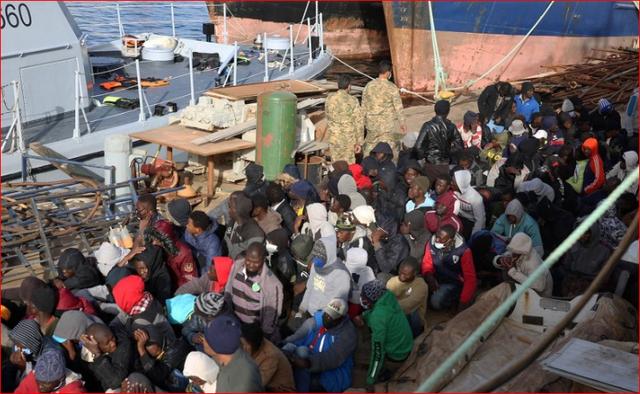 Përmbytet anija, 15 emigrantë vdesin në Libi, shmanget tragjedia